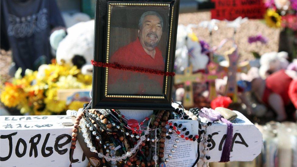 Altar conmemorativo en El Paso, Texas