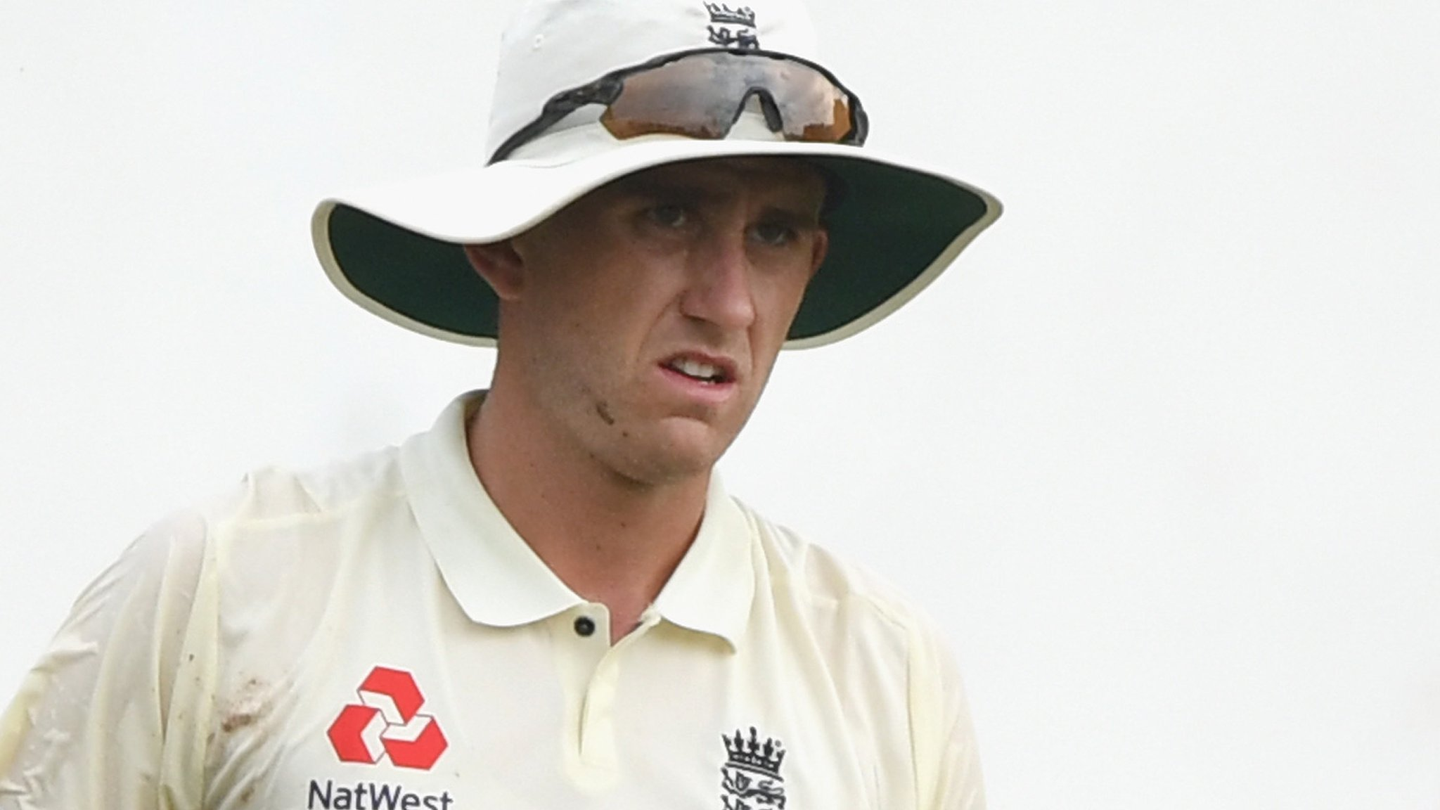 Olly Stone: Warwickshire bowler signs new contract until 2022