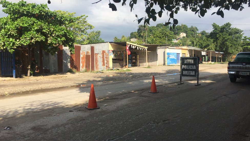 A police checkpoint at the Lopez Arellano neighbourhood