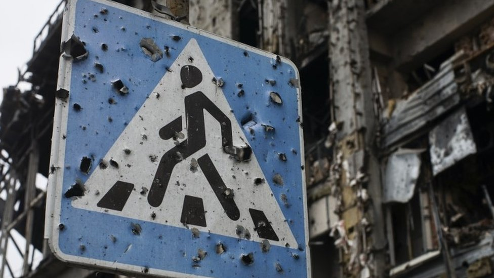 A road sign pierced by shrapnel stands at a new terminal of Donetsk Airport (27 October 2015)