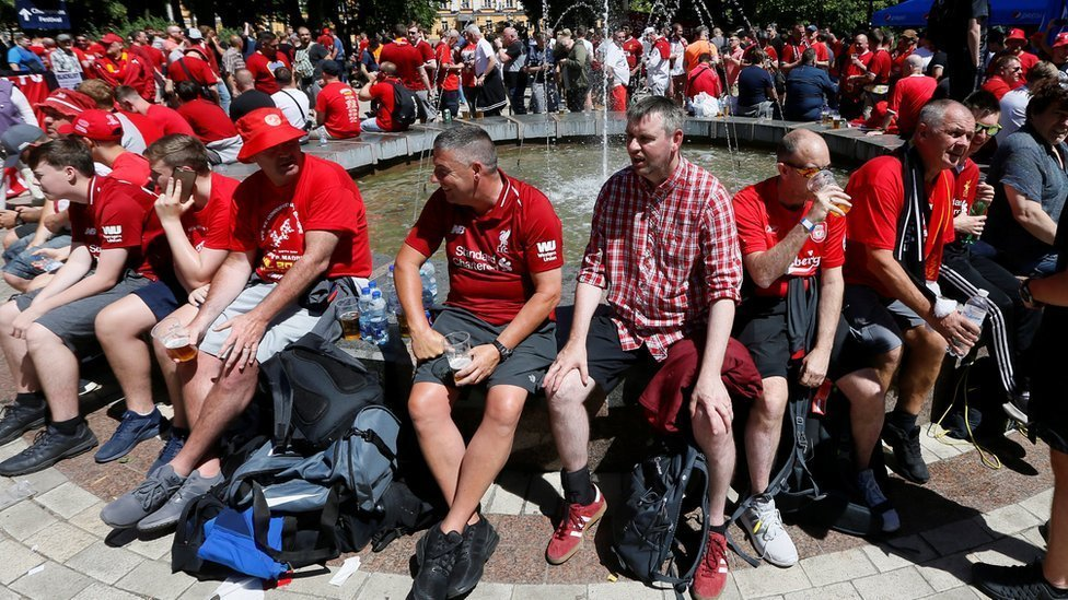 Champions League final: Fans gather in Kiev after flight cancellations