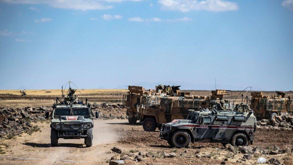Türk ve Rus askerleri Suriye'deki Haseke kırsalında ortak devriye görevinde.
