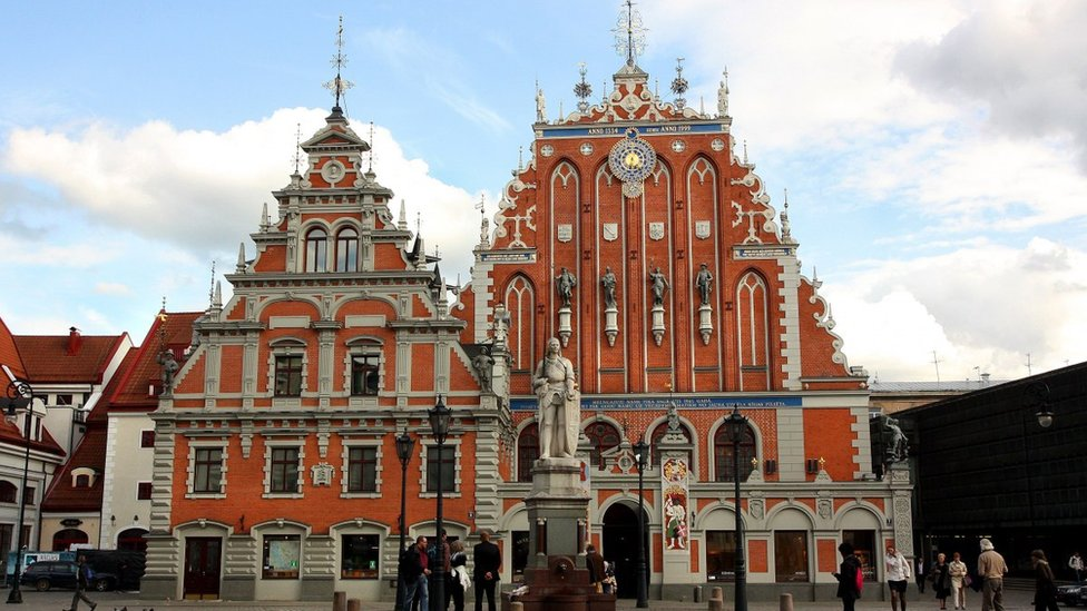 Латвія - не Литва: в офіс президента купили атлас після помилки