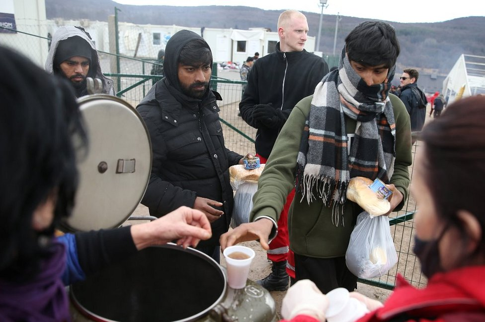 Bosnia: Icy struggle for many migrants stuck in freezing tents thumbnail