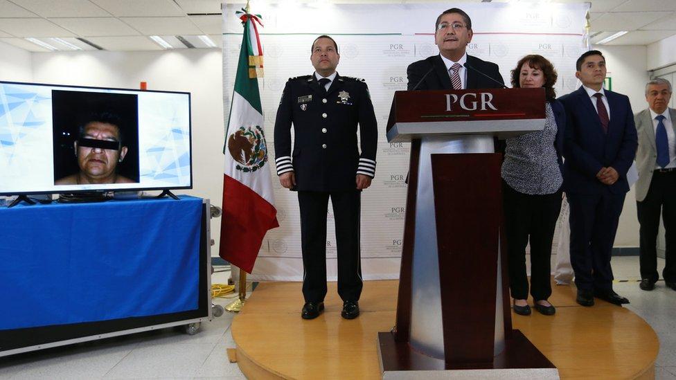 Alfredo Higuera le habla a la prensa