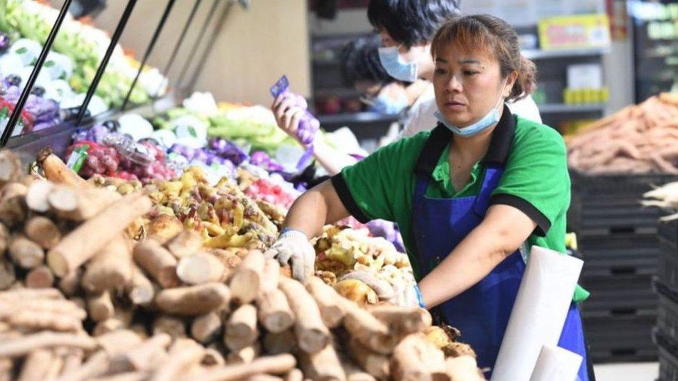 """يقول بنك التنمية الآسيوي إن اقتصاد """"آسيا النامية"""" سينكمش بنسبة 0.7 في المئة خلال عام 2020"""