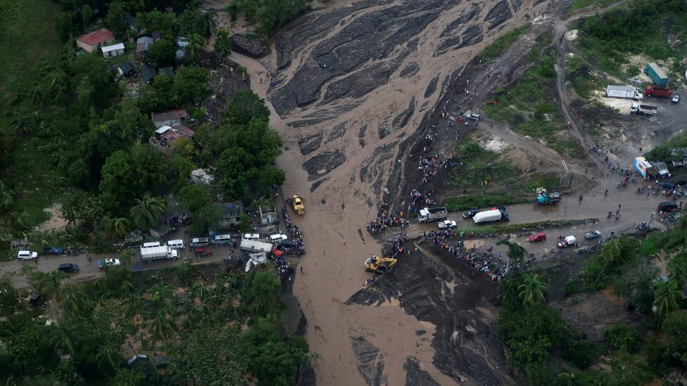 Ponte destruida no Haiti