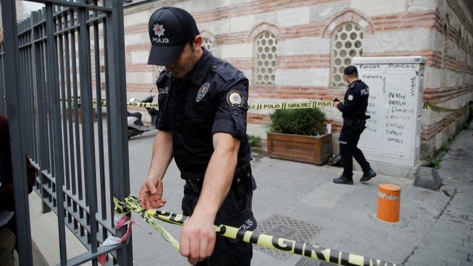الشرطة التركية تفرض طوقا أمنيا حول منزل لو ميجورير
