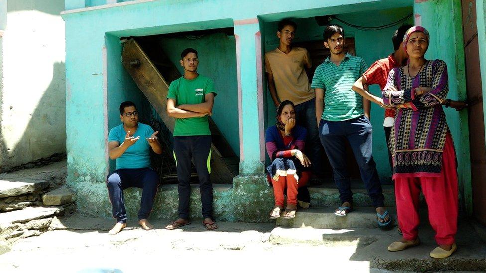 Grupo de miembros de casta superior en Kot.