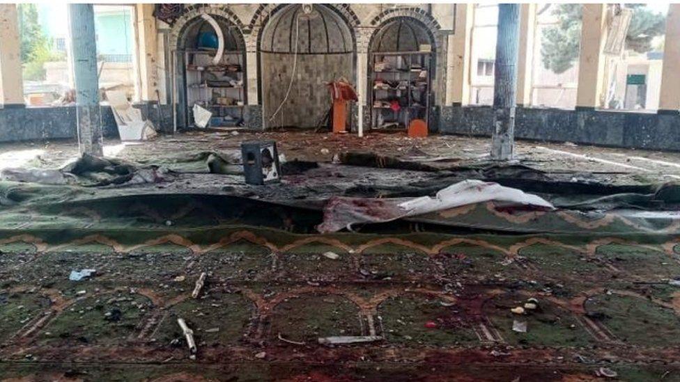 مسجد في مدينة قندز الأفغانية تعرض لهجوم انتحاري