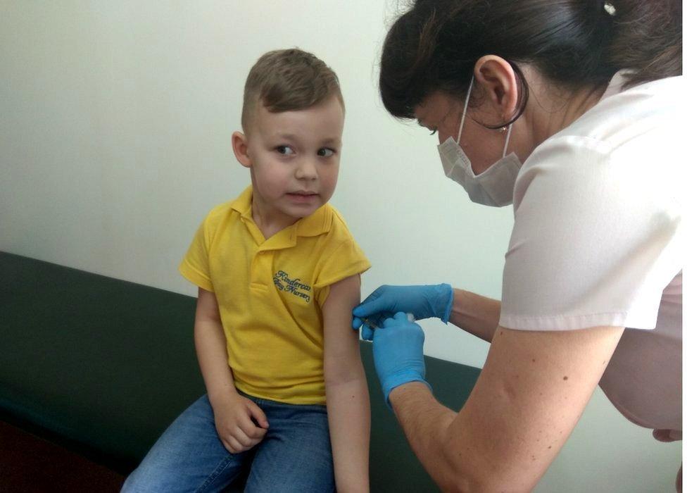 Neke doktore u Ukrajini uče da nevakcinacija pomaže detetu na duže staze