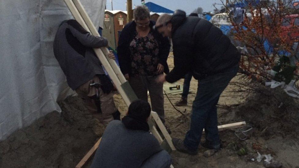 La mujer dice que se siente identificada con las personas desplazadas.