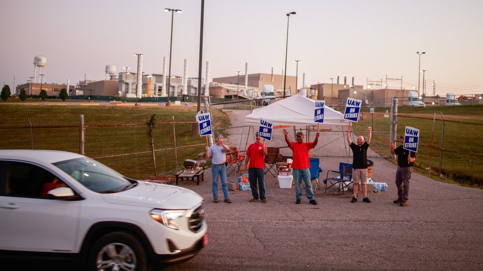 GM workers outside plant
