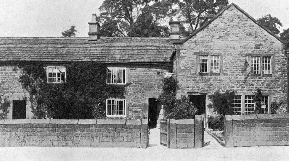 當年英國德比郡伊姆村裏的一所房子