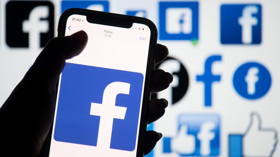 فيسبوك يخسر معركة قضائية مهمة بشأن حذف المواد غير القانونية