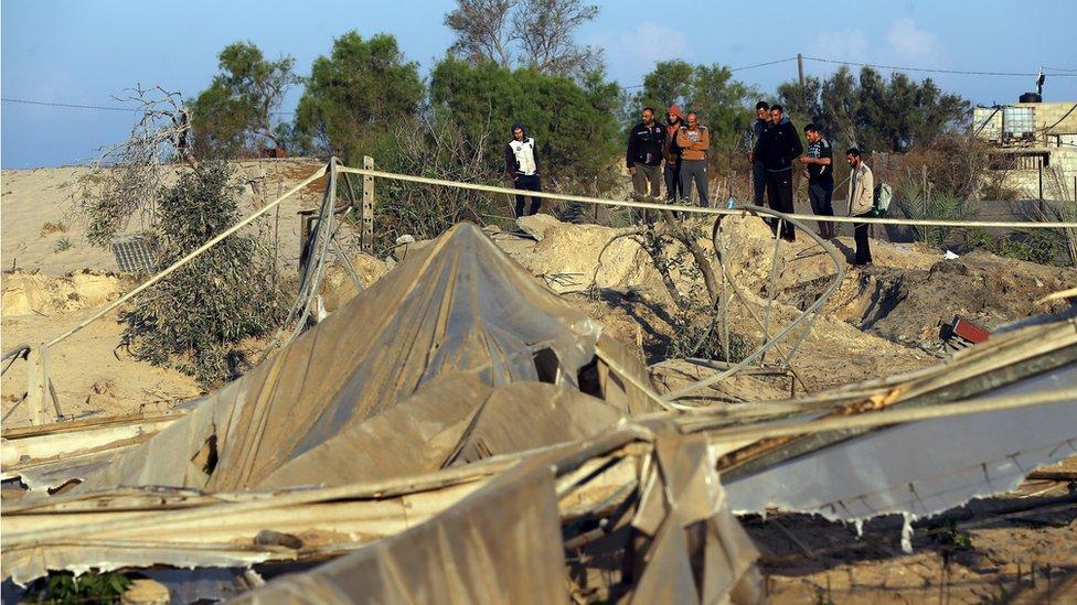 Gazze'de İsrail tarafından bombalanan bir alan