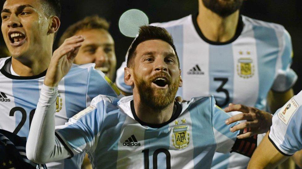 Messi celebra la clasificación al Mundial tras ganarle a Ecuador.