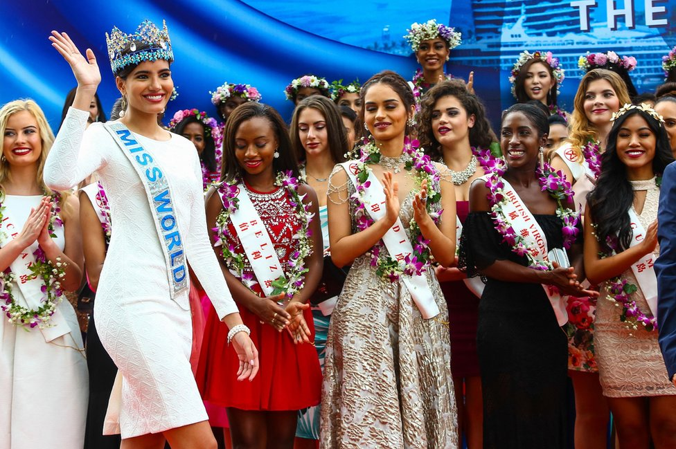 Miss World 2016 Stephanie Del Valle of Puerto Rico waves during the opening of the 67th Miss World Final in China on 7 November, 2017.