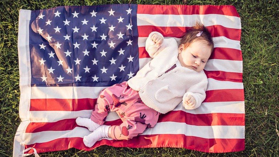Конец родильного туризма в США? Что значит новый запрет для беременных