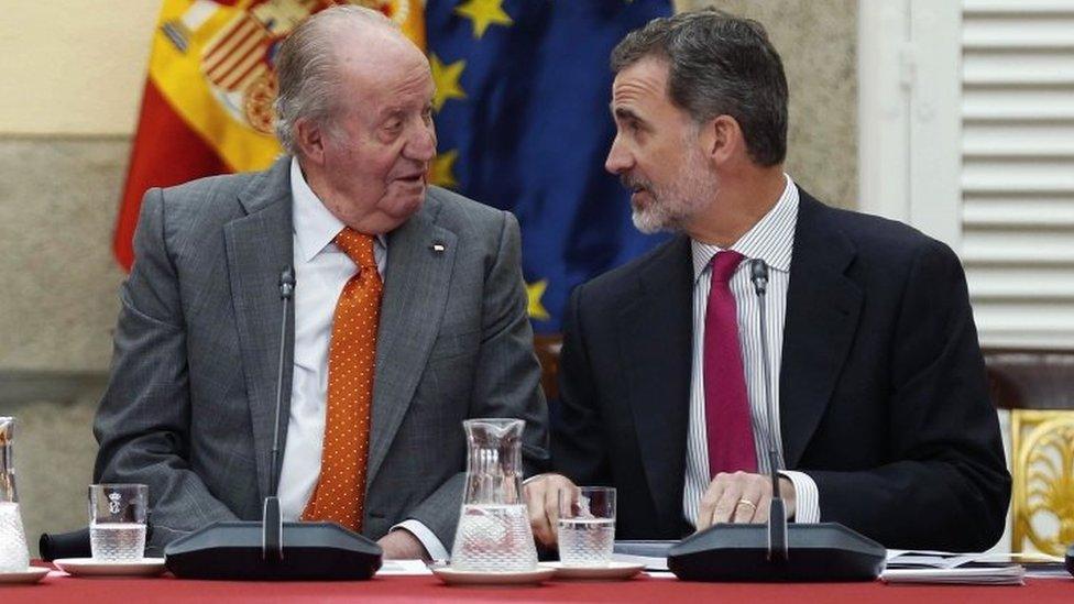 Bivši kralj Huan Karlos (levo) i kralj Felipe VI, maj 2019.