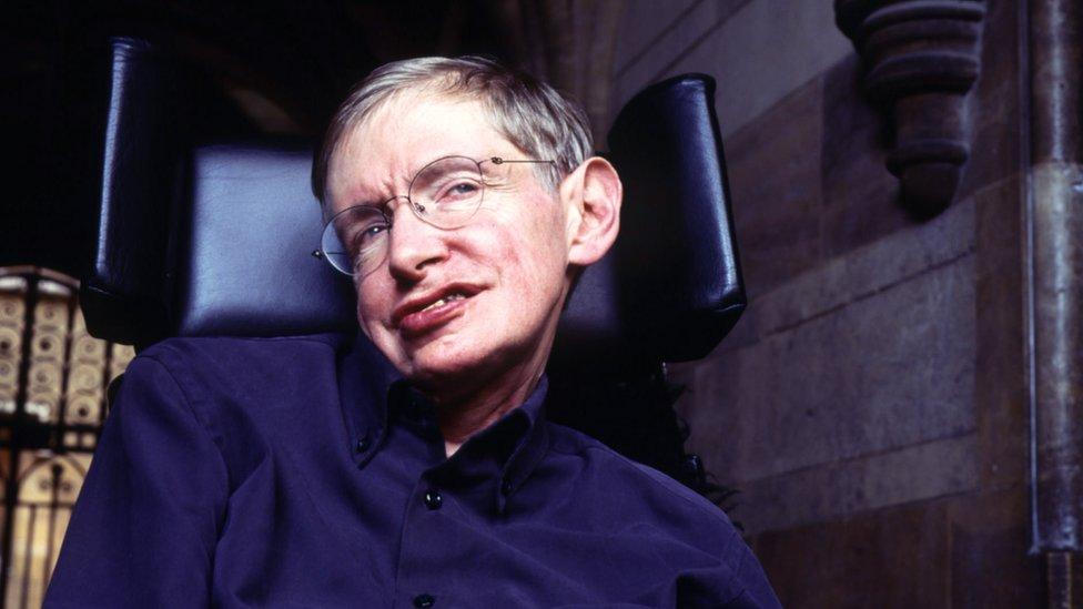 توفي هوكينغ في مارس/آذار عن 76 عاما بعد صراع طويل مع مرض أصاب جهازه العصبي