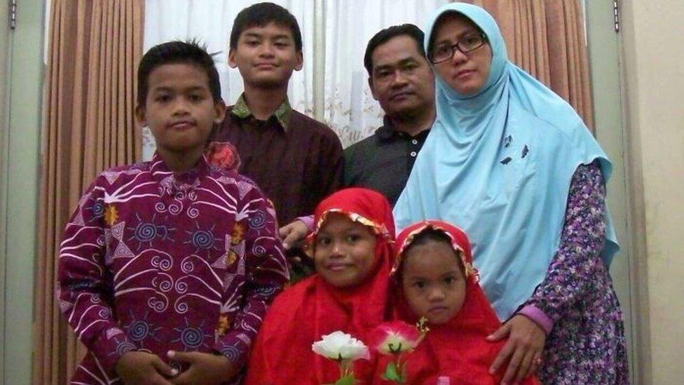 Familia que llevó a cabo los ataques del domingo en Indonesia.