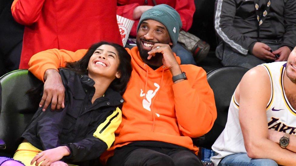 Kobe Bryant junto a su hija Gianna