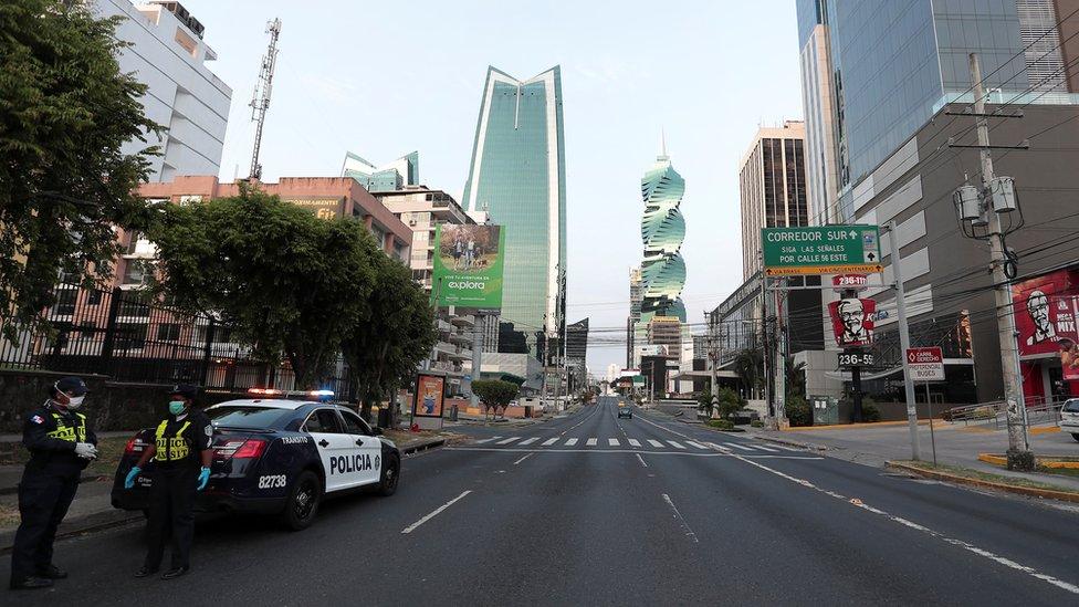 Calle vacía de Ciudad de Panamá