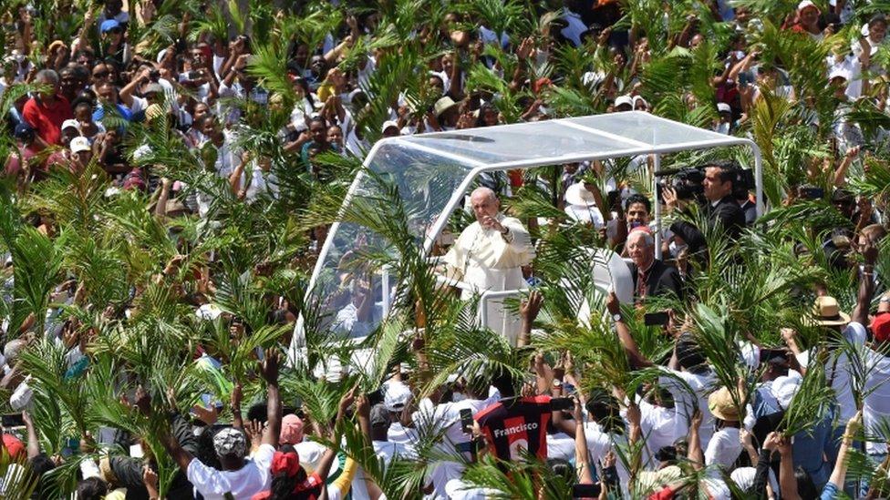 El papa en su visita a la isla Mauricio.