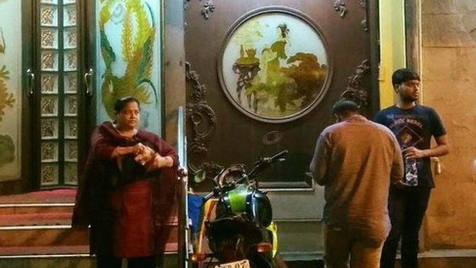कोरोना वायरस: कोलकाता में कुछ का धंधा चमका, कुछ का पिटा