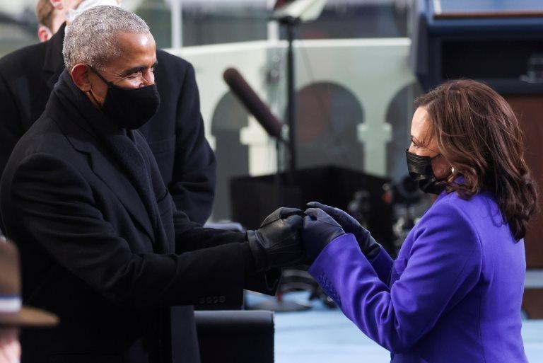 Obama y Harris se saludan