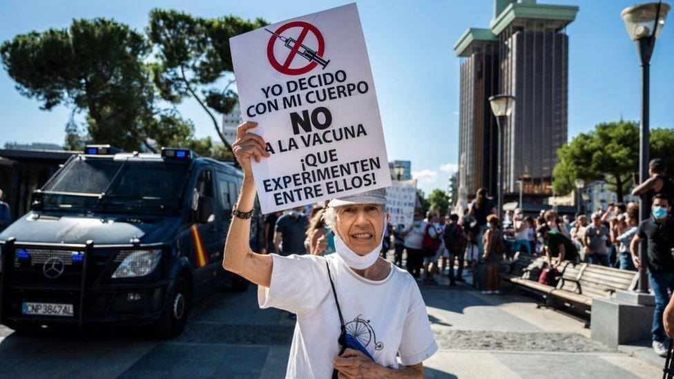 Protesta antivacunas en Madrid, España.