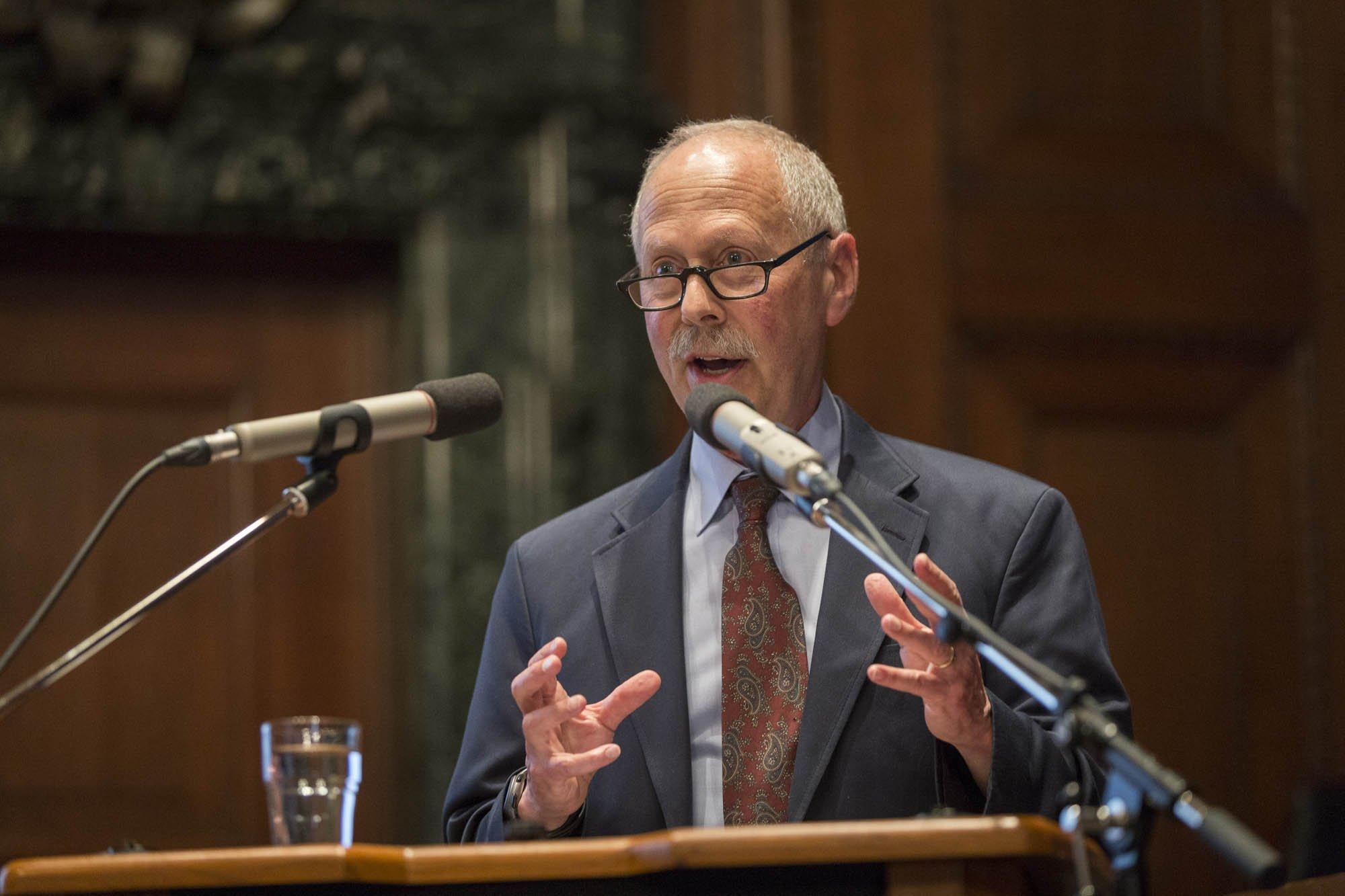 Profesor de Psiquiatría Joel E. Dimsdale