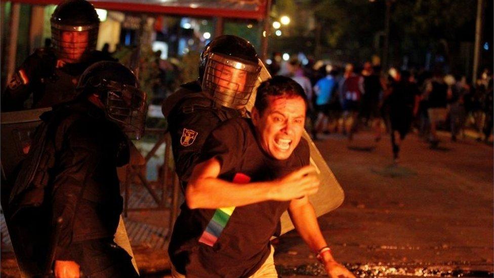 Un manifestante en Paraguay.