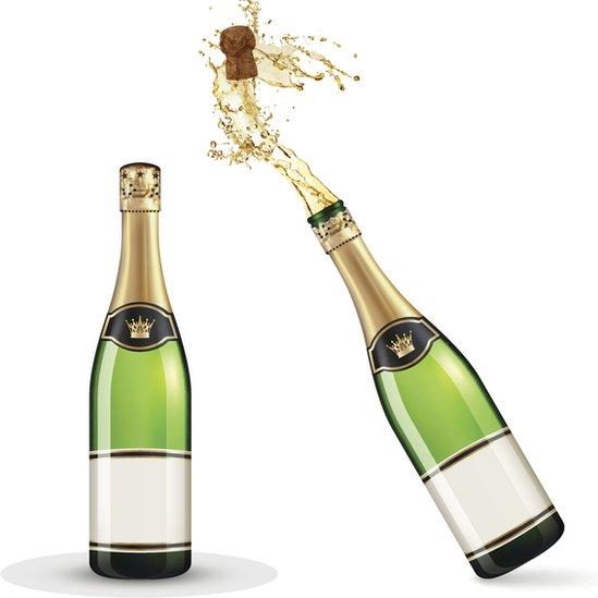 Una botella de champán cerrada y otra descorchada