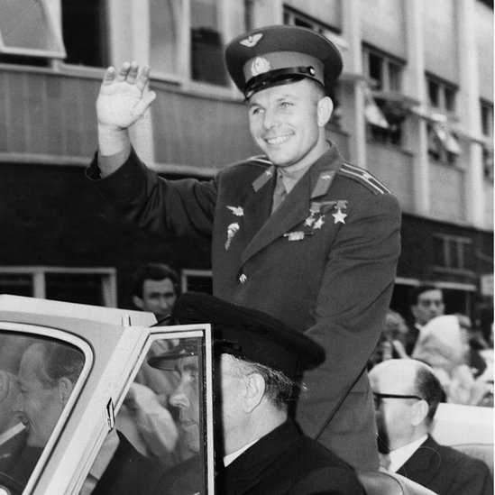 Yuri Gagarin en un desfile