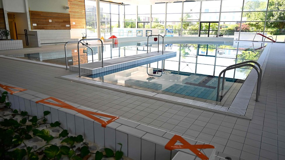 Coronavirus What Might Swimming Pools Be Like After Lockdown Bbc News