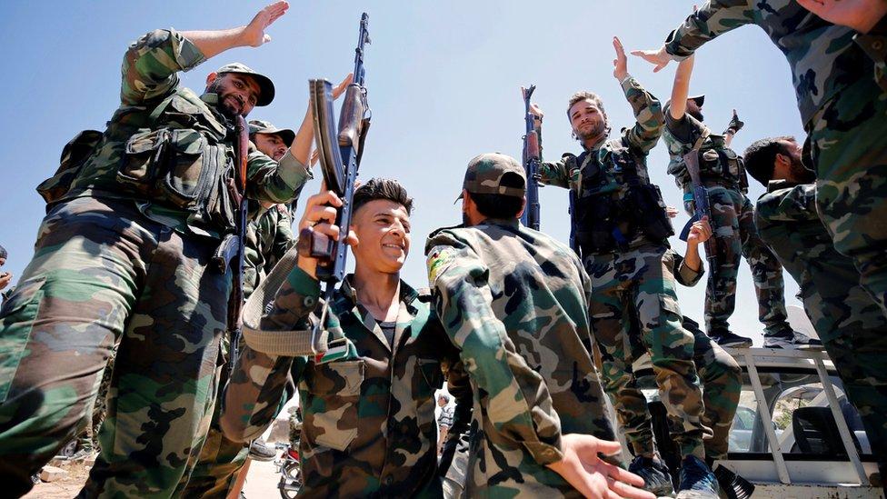 Sirijski vojnici slave