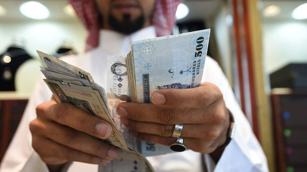 Arabia Saudita intentaba reducir su dependencia petrolera, pero el coronavirus puso en suspenso sus reformas económicas.