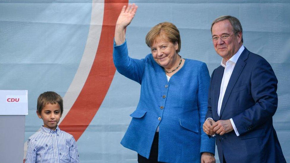默克爾周六出席了在家鄉亞琛舉行的一場集會,為保守派候選人阿明·拉舍特(Armin Laschet)的競選站台拉票。
