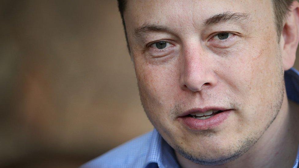 Musk anunció que un 9% de los empleados de Tesla perderá su empleo.
