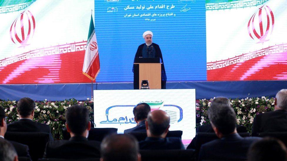 الرئيس روحاني يقول إن العقوبات غير قانونية وظالمة