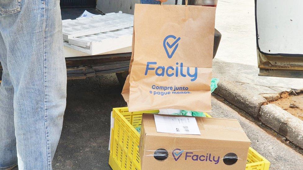Embalagens com entregas feitas pela Facily