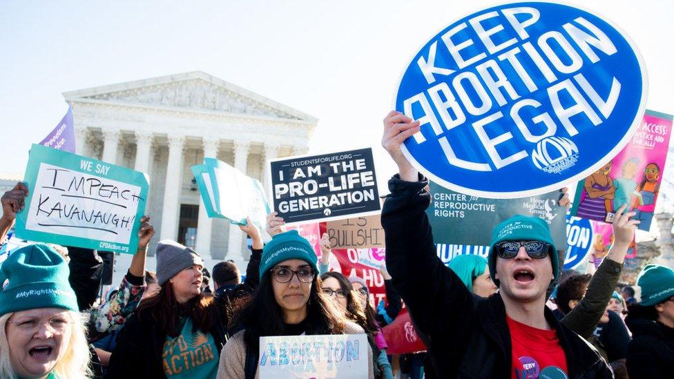 Manifestantes a favor y en contra del aborto frente a la Corte Suprema de Justicia de EE.UU.