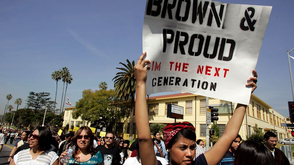 Mexicamericana protestando