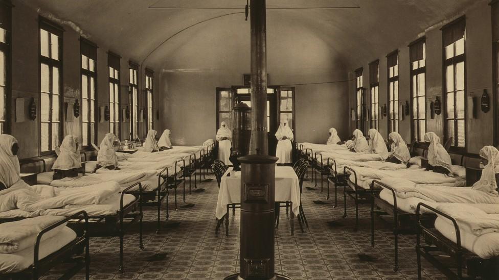 Una sala para enfermnos de tuberculosis en un hospital en Constantinopla en 1887