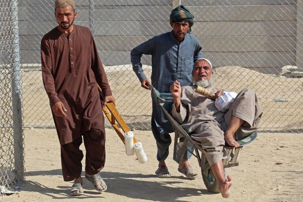 También hay civiles discapacitados que quieren migrar.