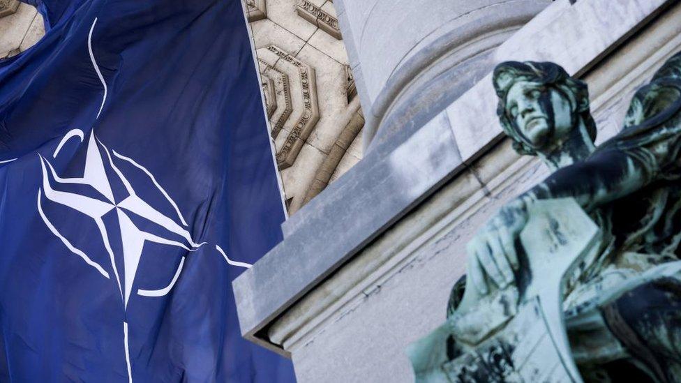 Россия приостанавливает работу своей миссии при НАТО