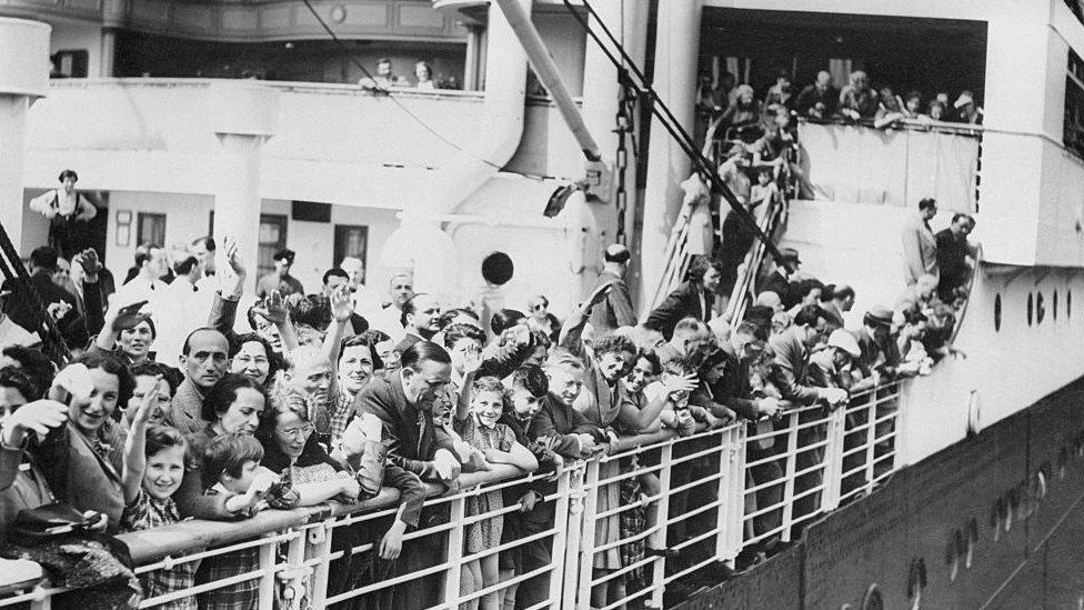 Barco con casi mil judíos buscando refugio en Cuba.