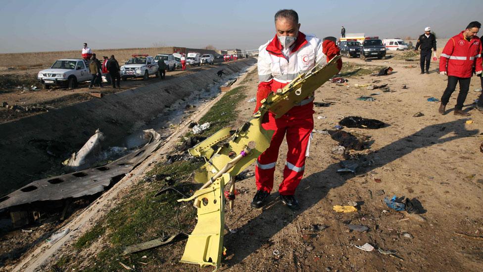 Imagenes de los restos del avión accidentado.